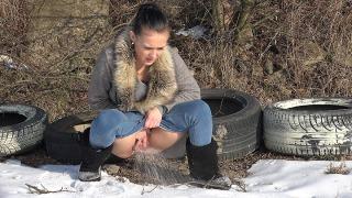 Pee Video Among Tyres