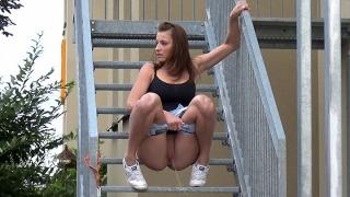 Pee Video Alu Stairs