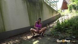 Crouching Pee screen cap #5