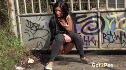 Grafitti Peeing screen cap #12