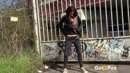 Grafitti Peeing screen cap #19