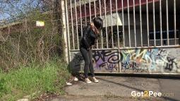 Grafitti Peeing screen cap #4