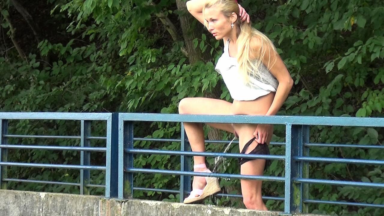 Русские девочки писают стоя, Порно писсинг онлайн, писающие девушки и сквирт 21 фотография
