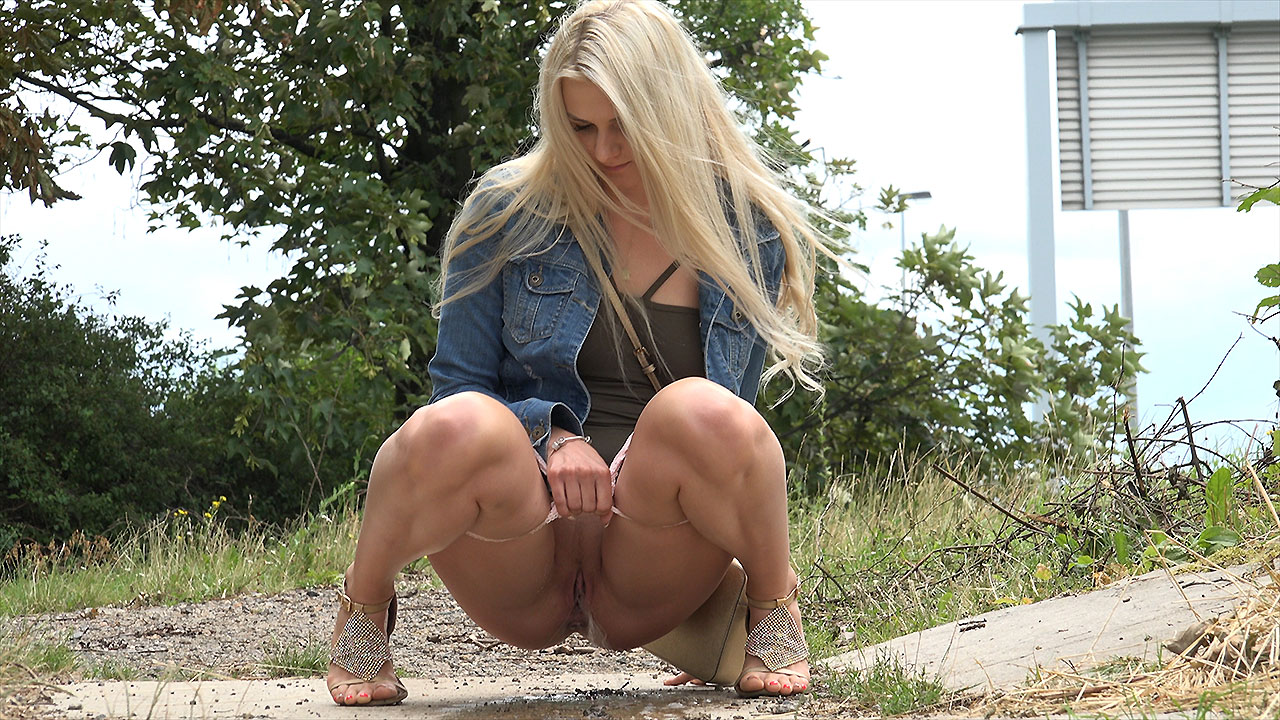hot pissing video