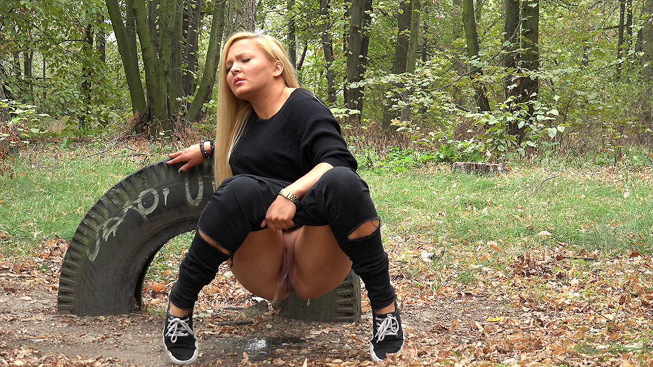Long-Time Pissing Blonde In The Woods