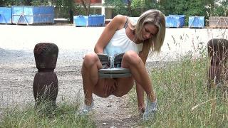 Pee Video Peeing on Tiptoes