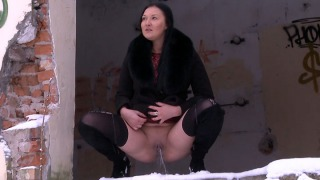 Pee Video Squatting In Snow