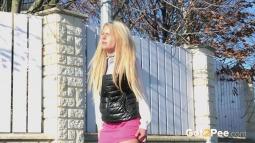 Sunshine Blonde screen cap #5