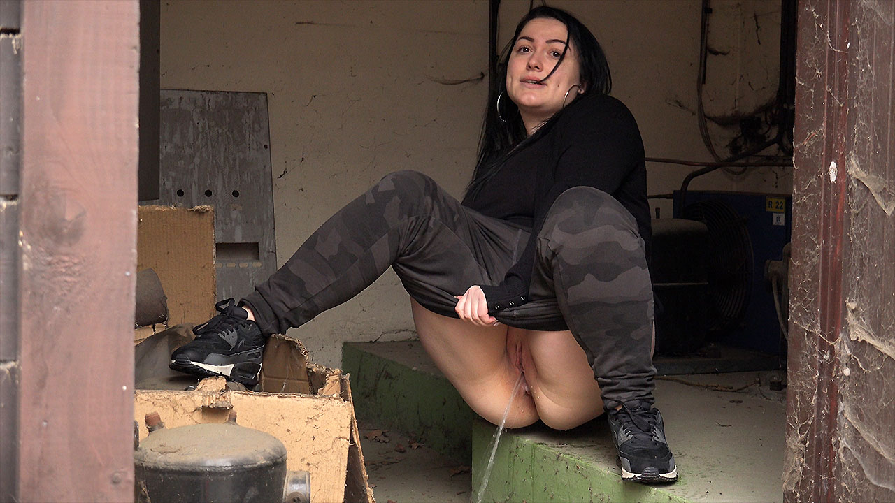 got2pee - chubby babe squats to piss in an outbuilding