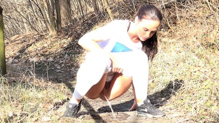 Pee Video Vinna Gushes In The Woods
